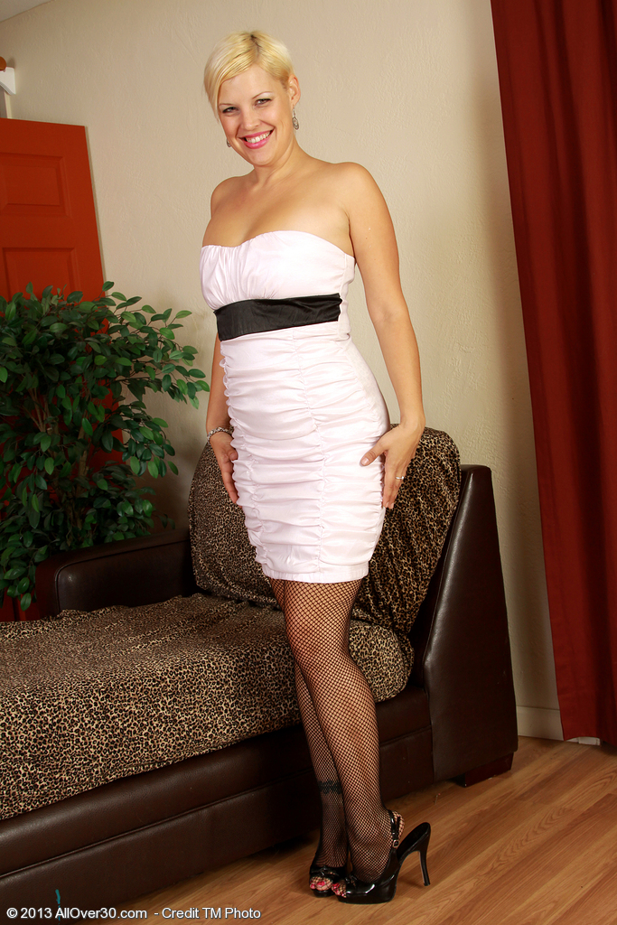 Classy Nude Business Woman Gallery
