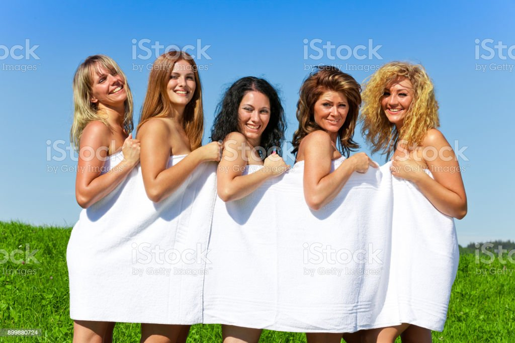 Femal Free Nude Group Pictures