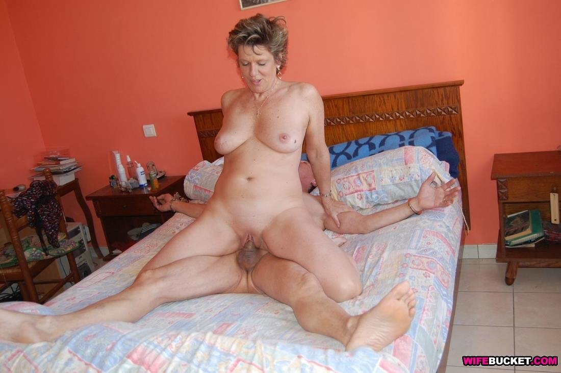 Free Naked Housewife Older