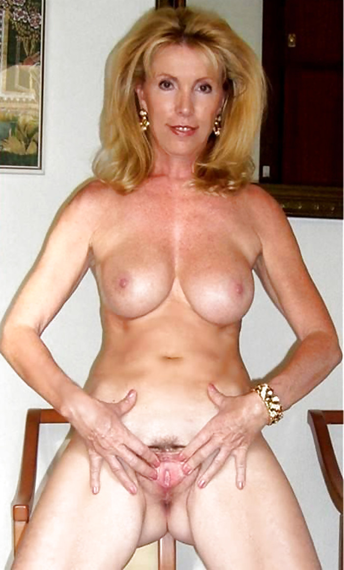 Free Nude Mature Housewife Pic