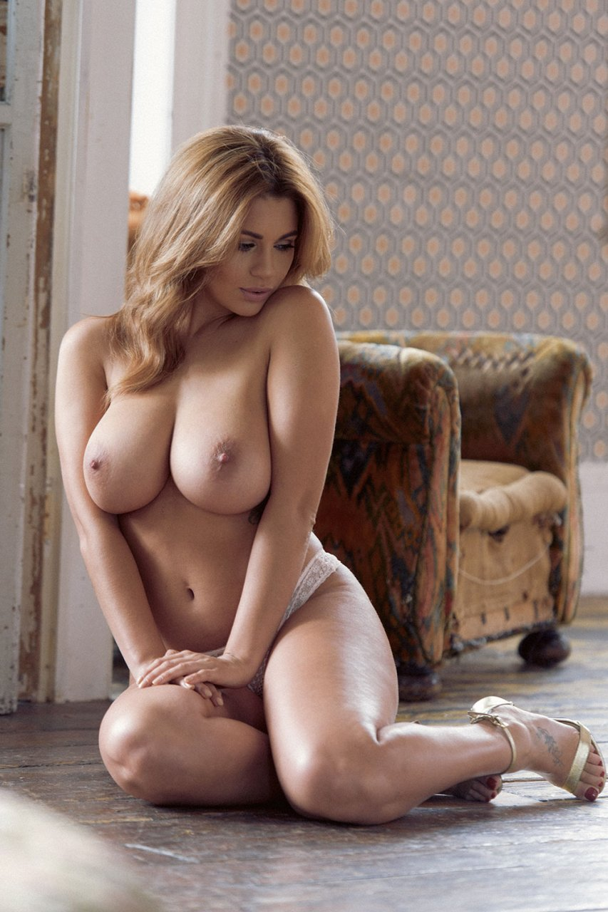 Holly Peers Nude Pictures