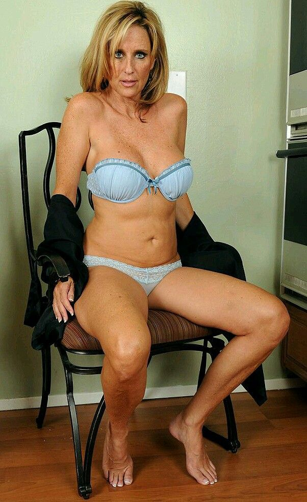 Hot Mature Women Nude Picture