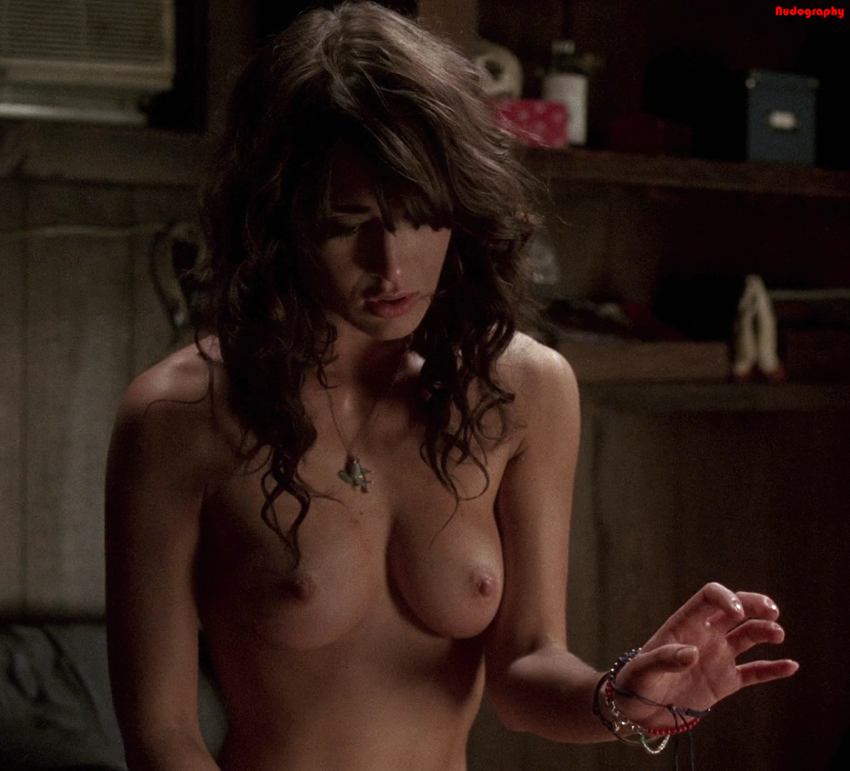 Lizzy Caplan Naked Pictures