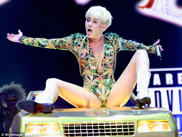 Miley Cyrus Naked Legs Spread