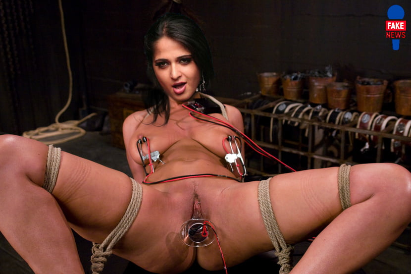 Naked Pictures Of Anushka Posegay