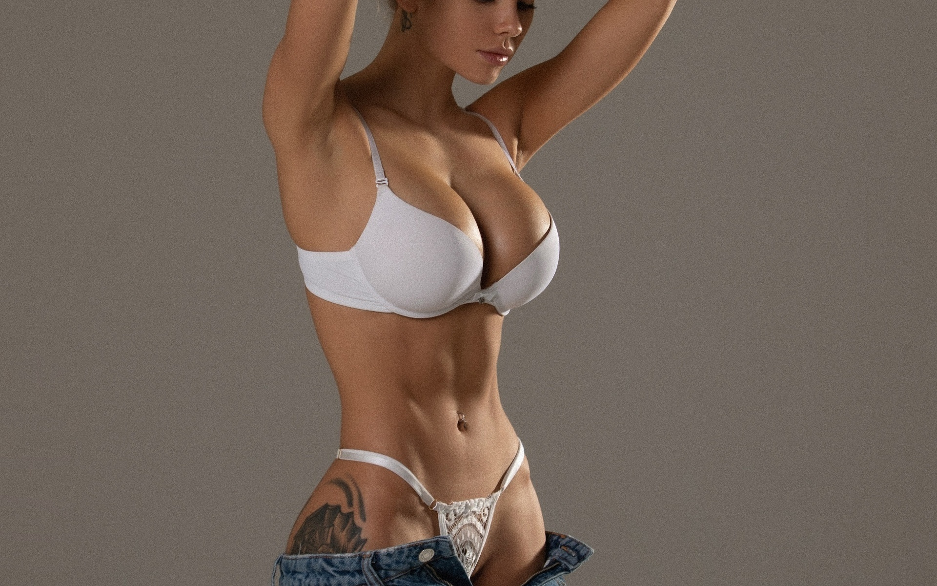 Nude Babes Exposed Boobs