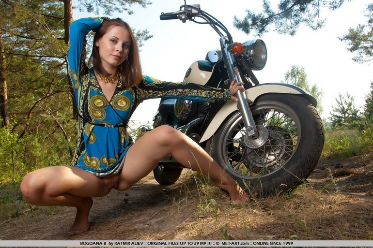 Nude Chicks On Motorcycles