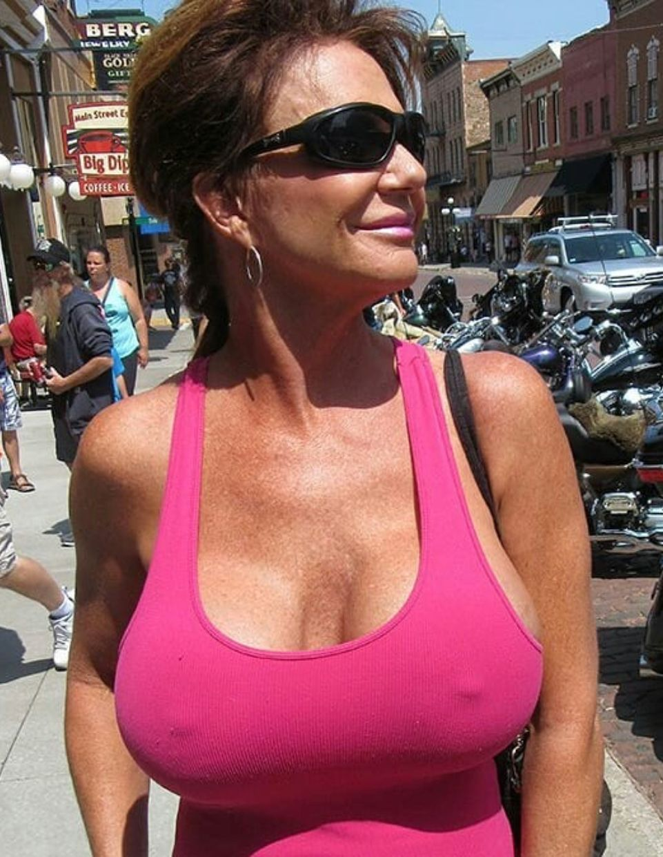 Nude Milfs And Deauxma