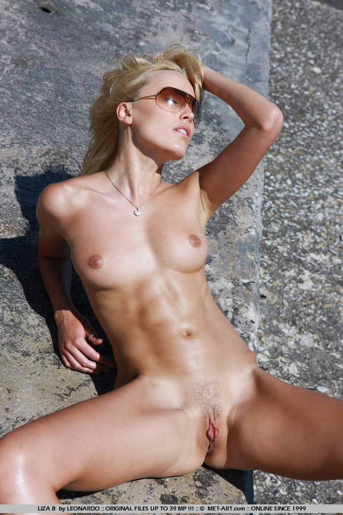 Nude Six Pack Girl