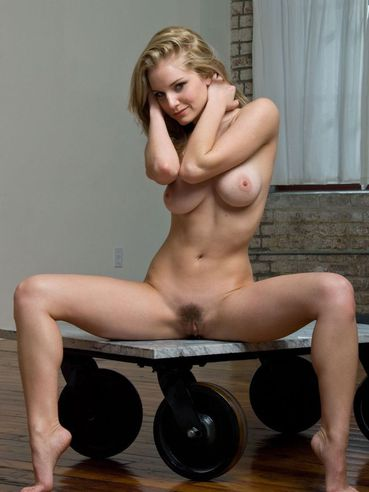 Nude Table Stand