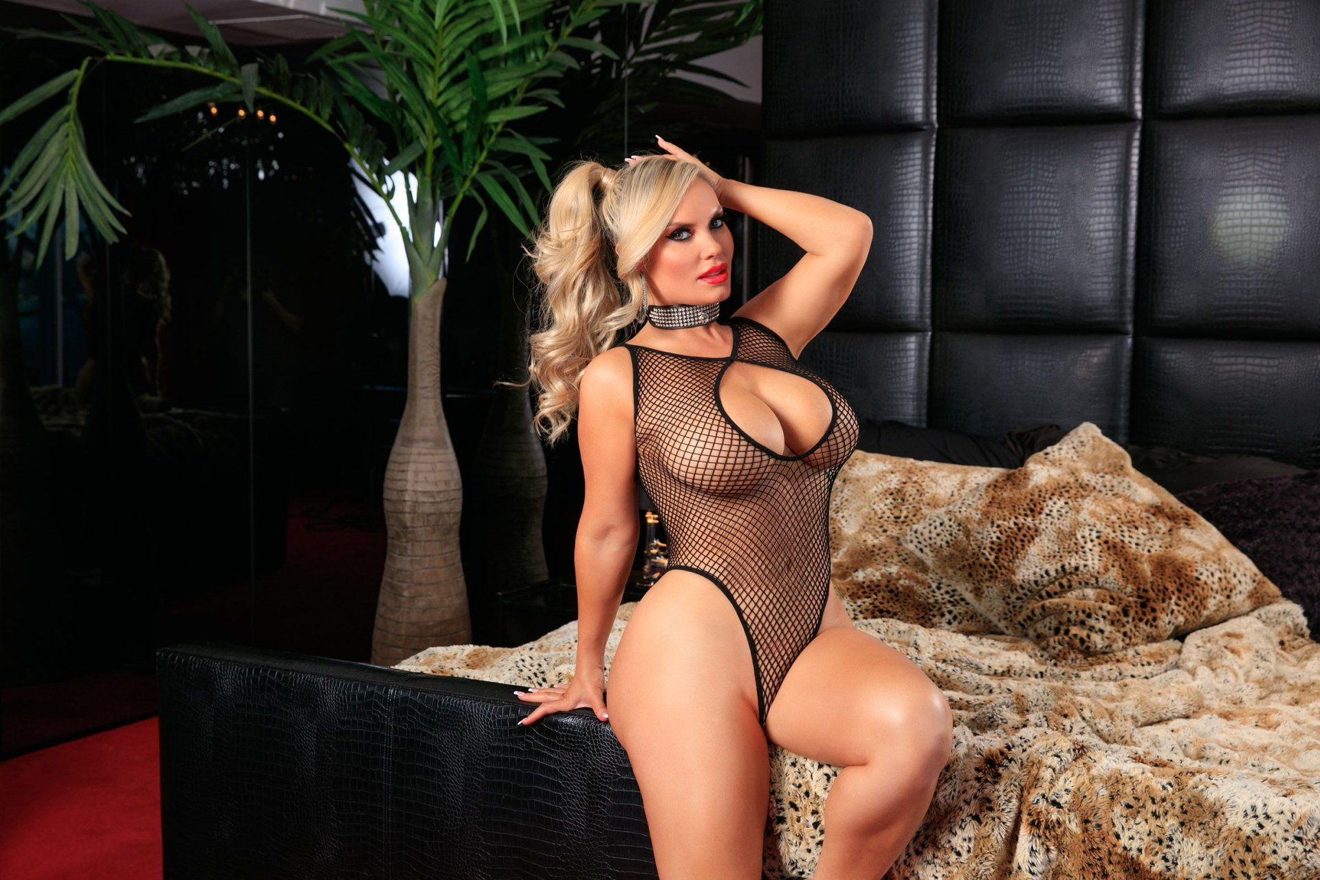Sexy Naked Coco