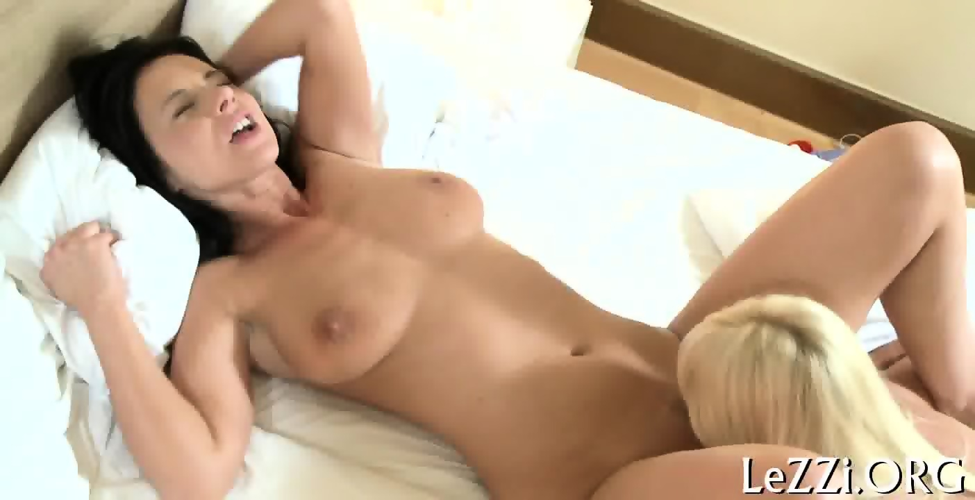 Sexy Naked Lesbian Sex