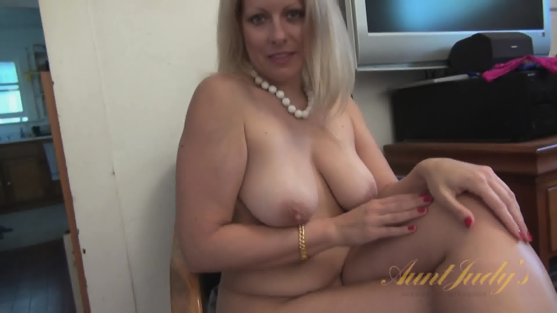 Video Mom Naked