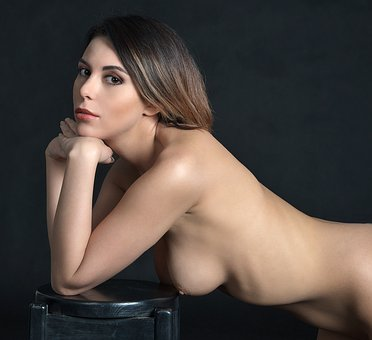 Woman Nude Act